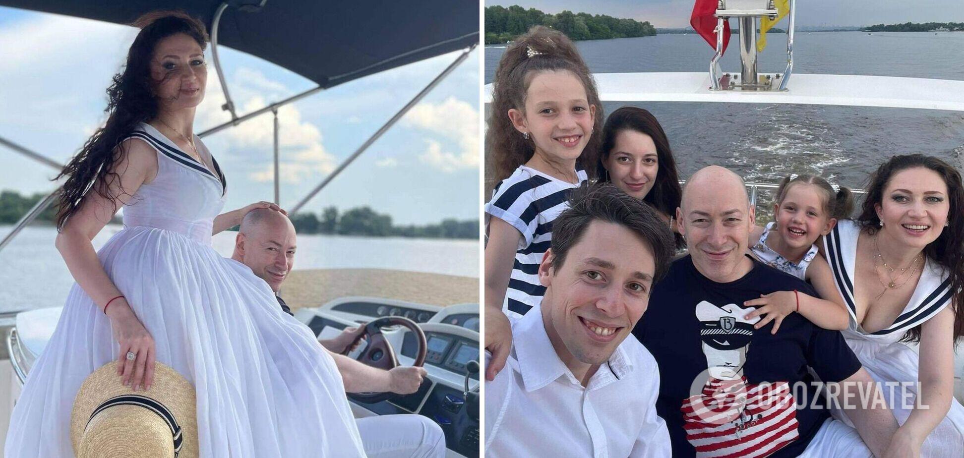 Дмитрий Гордон похвастался семейным фото на море с подросшими детьми