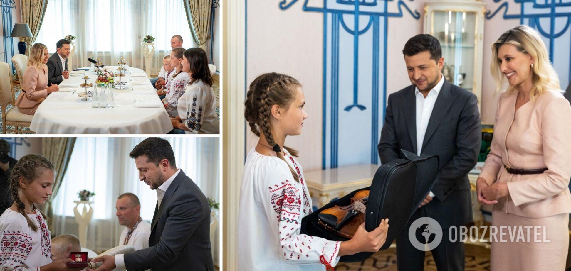 Зеленские встретились с девочкой, спасшей 4-х детей на Закарпатье, и сделали подарок. Фото