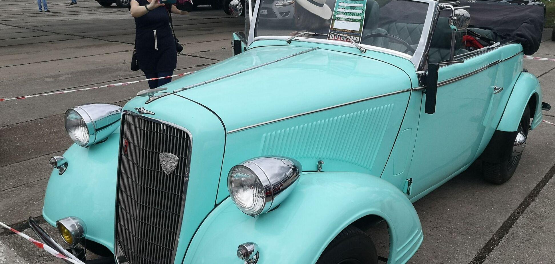 В Киеве заметили редкий кабриолет Opel 30-х годов