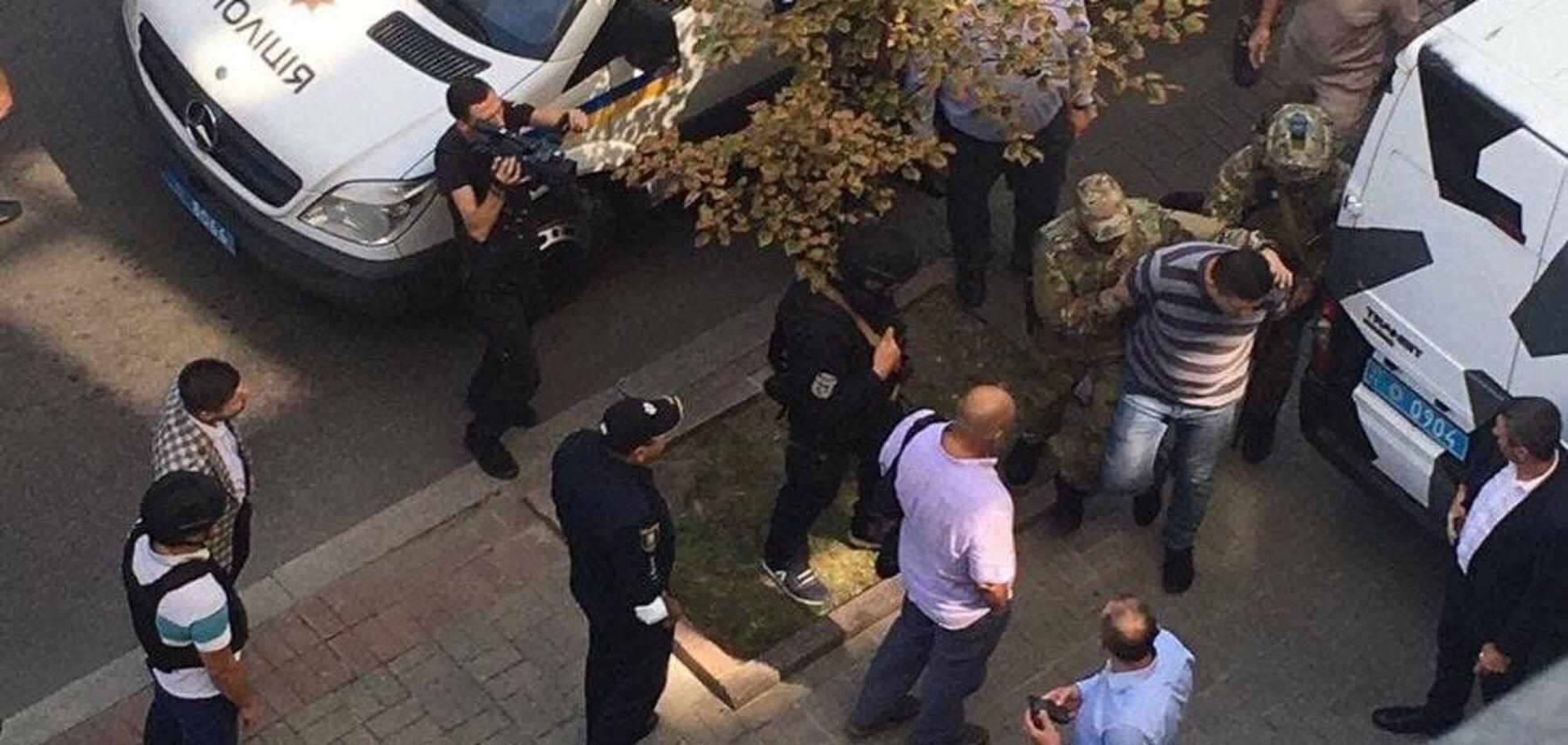 Затримали чоловіка, який погрожував підірвати гранату в Кабміні