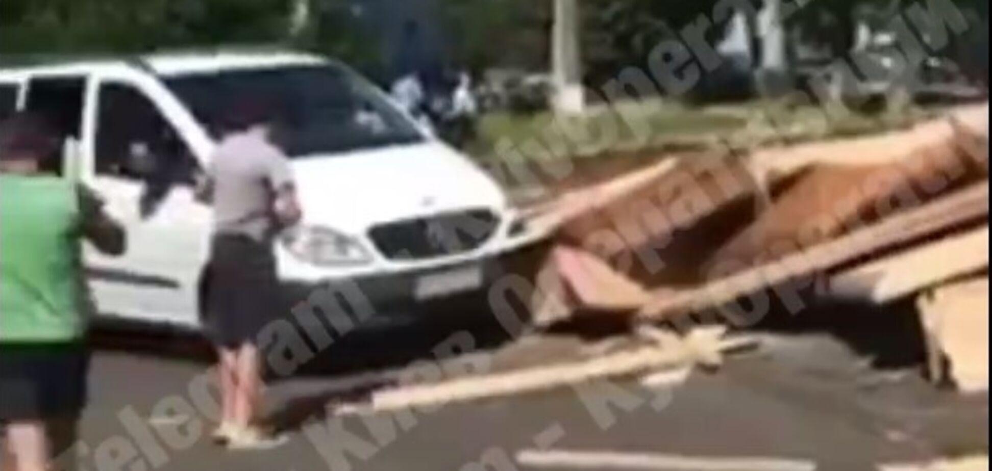З вантажівки в Боярці випав вантаж