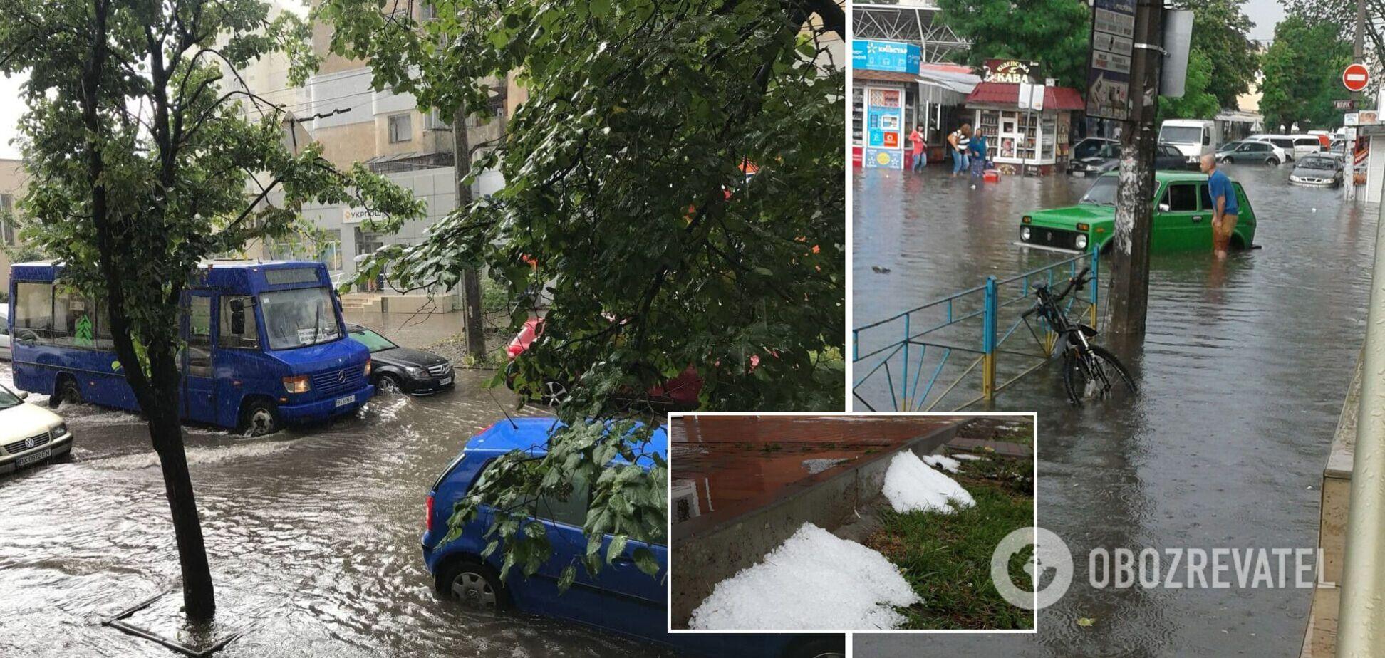 У Хмельницькому потужна злива з градом перетворила вулиці на річки і змила асфальт. Фото і відео