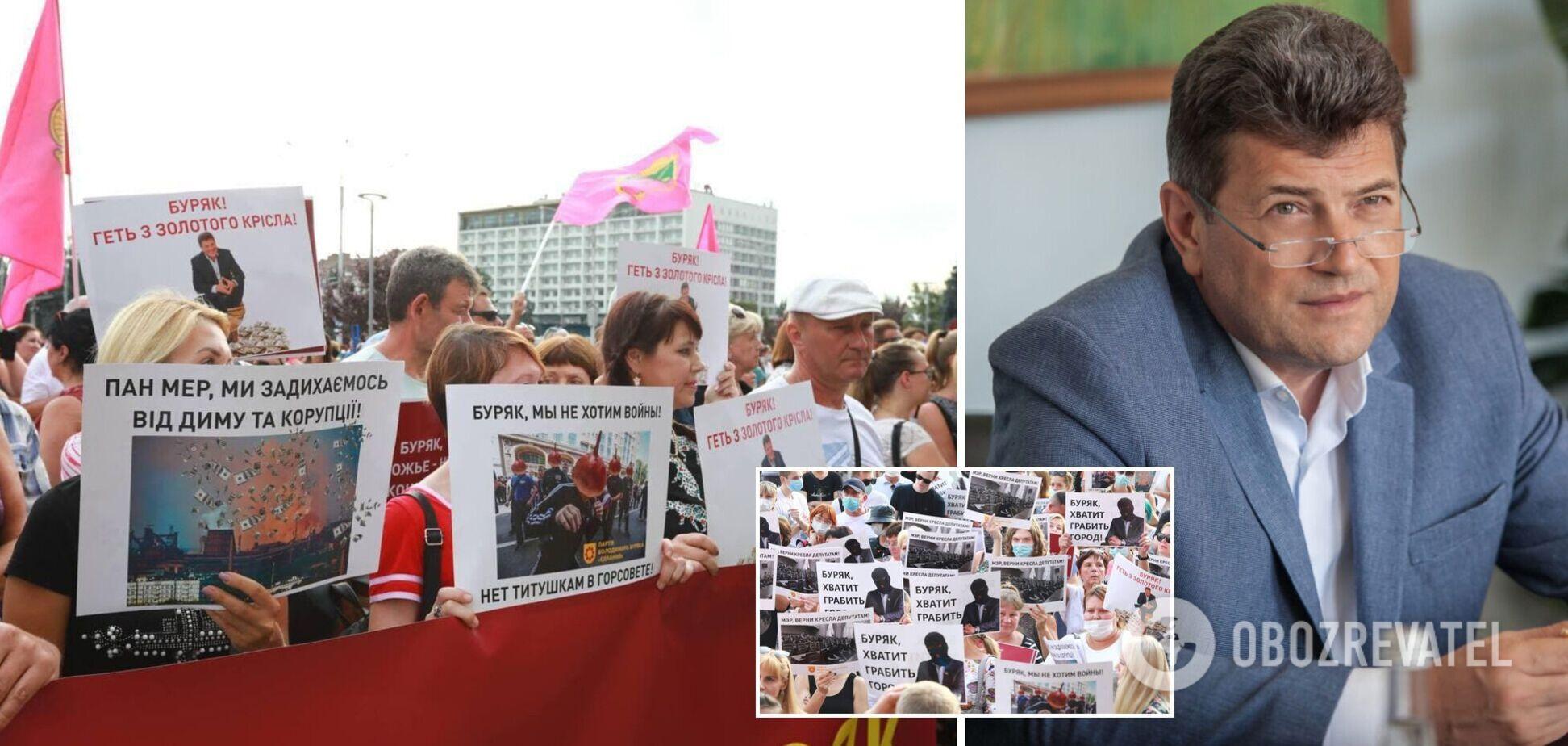Мэр Запорожья устроил митинг в свою поддержку, но он обернулся акцией протеста: люди призвали не грабить город. Фото