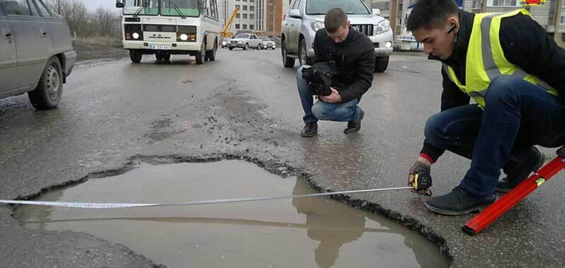 В Кропивницком мужчина травмировался из-за ямы на дороге