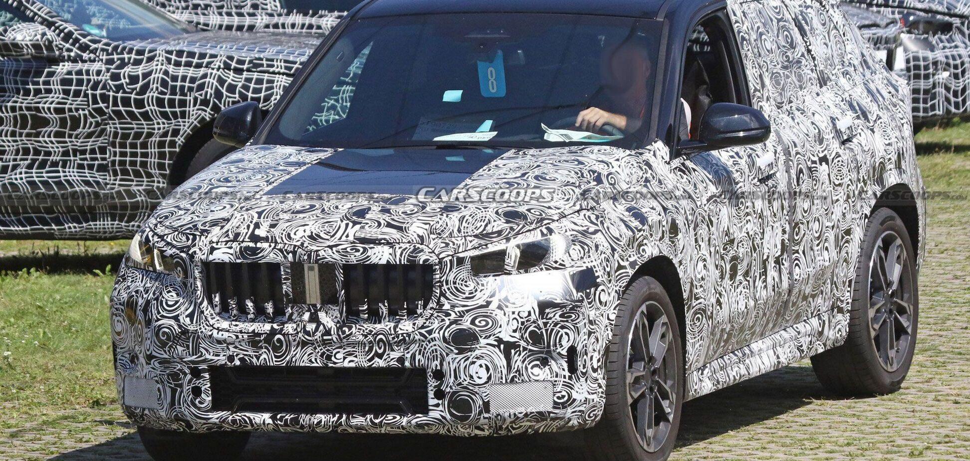 BMW X1 помітили на тестах із новою оптикою