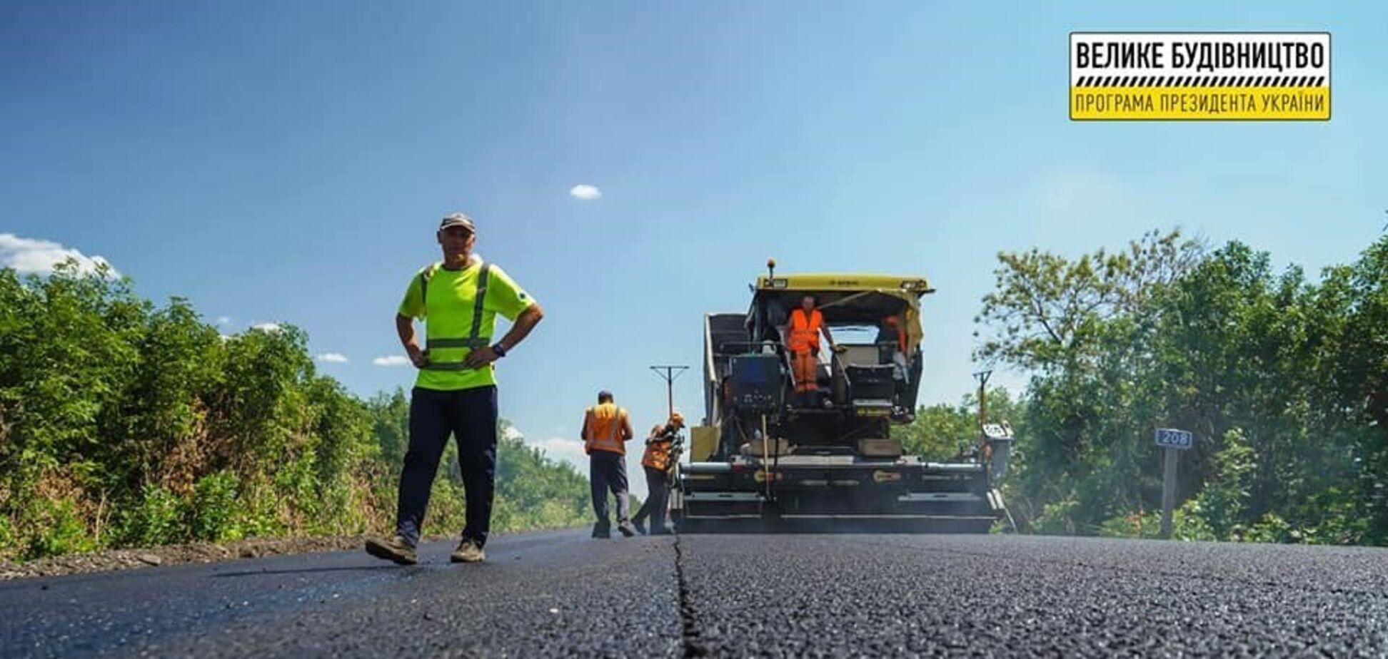 """На Луганщині """"Автомагістраль-Південь"""" завершує поточний середній ремонт траси Н-26"""