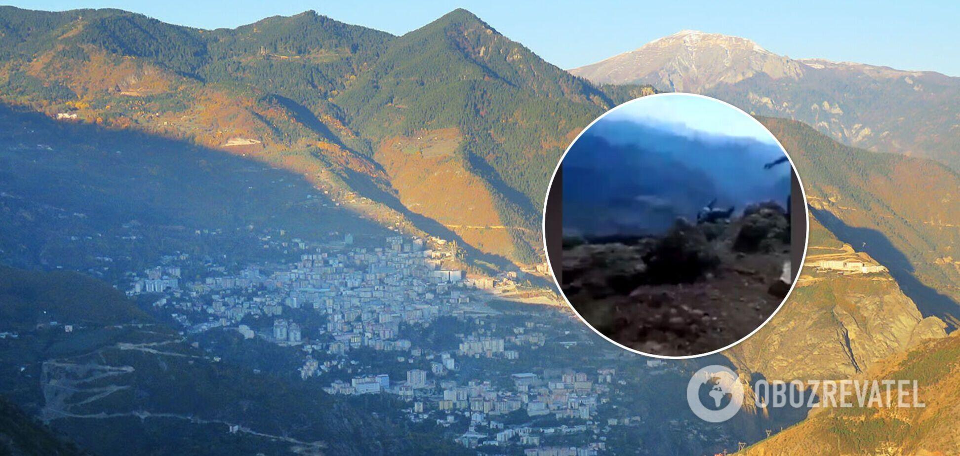 В Турции мужчина случайно снял на видео, как его теща сорвалась со скалы и погибла