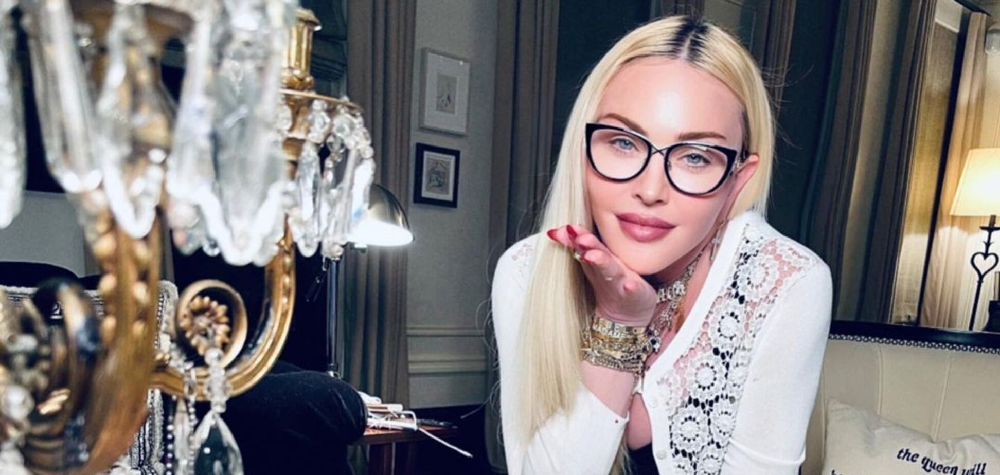 63-летняя Мадонна засветила фигуру в мини-платье и колготках в сетку. Фото