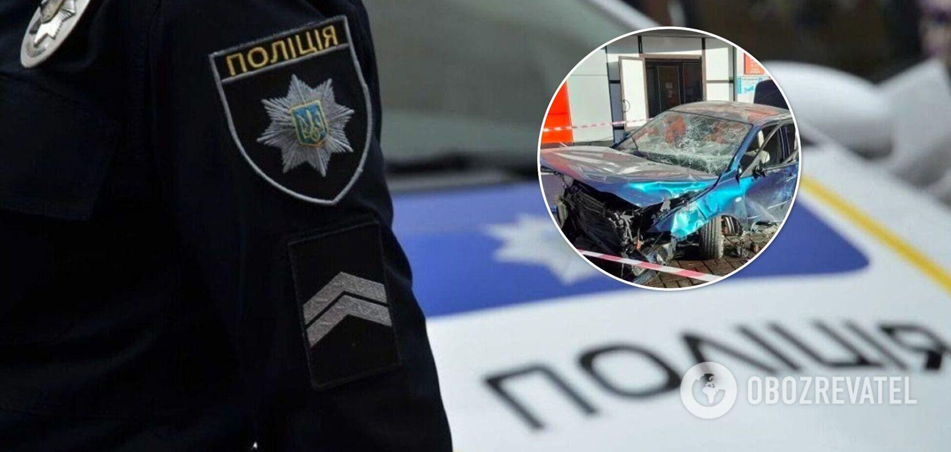 На Кіровоградщині авто на швидкості вилетіло на тротуар і збило дівчину, вона померла на місці. Фото