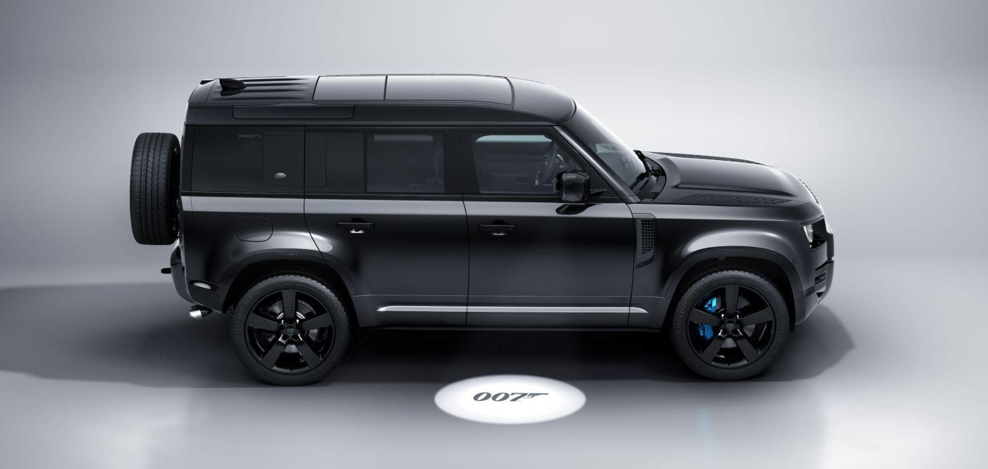 У сімействі Land Rover Defender з'явилася 'шпигунська' версія