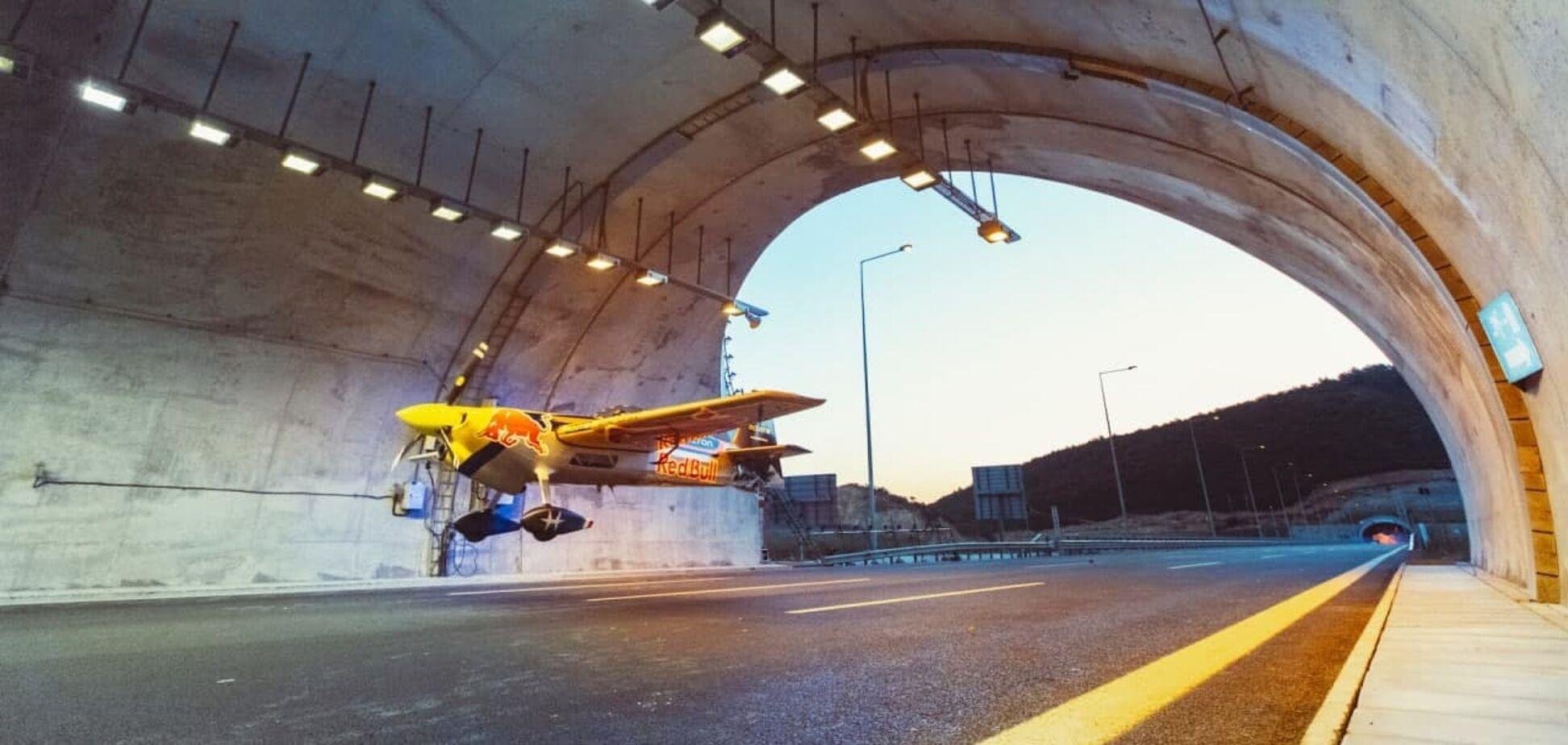 Рекордный полет Red Bull атлета Дарио Коста в тоннеле