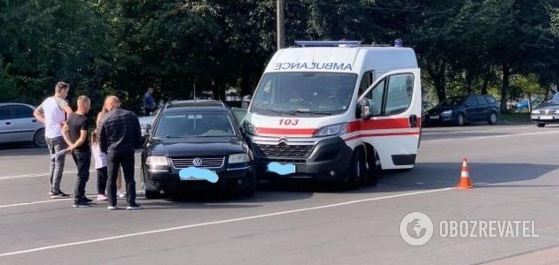 В Житомире столкнулись 'скорая' и легковушка: пациент, которого везли в больницу, погиб