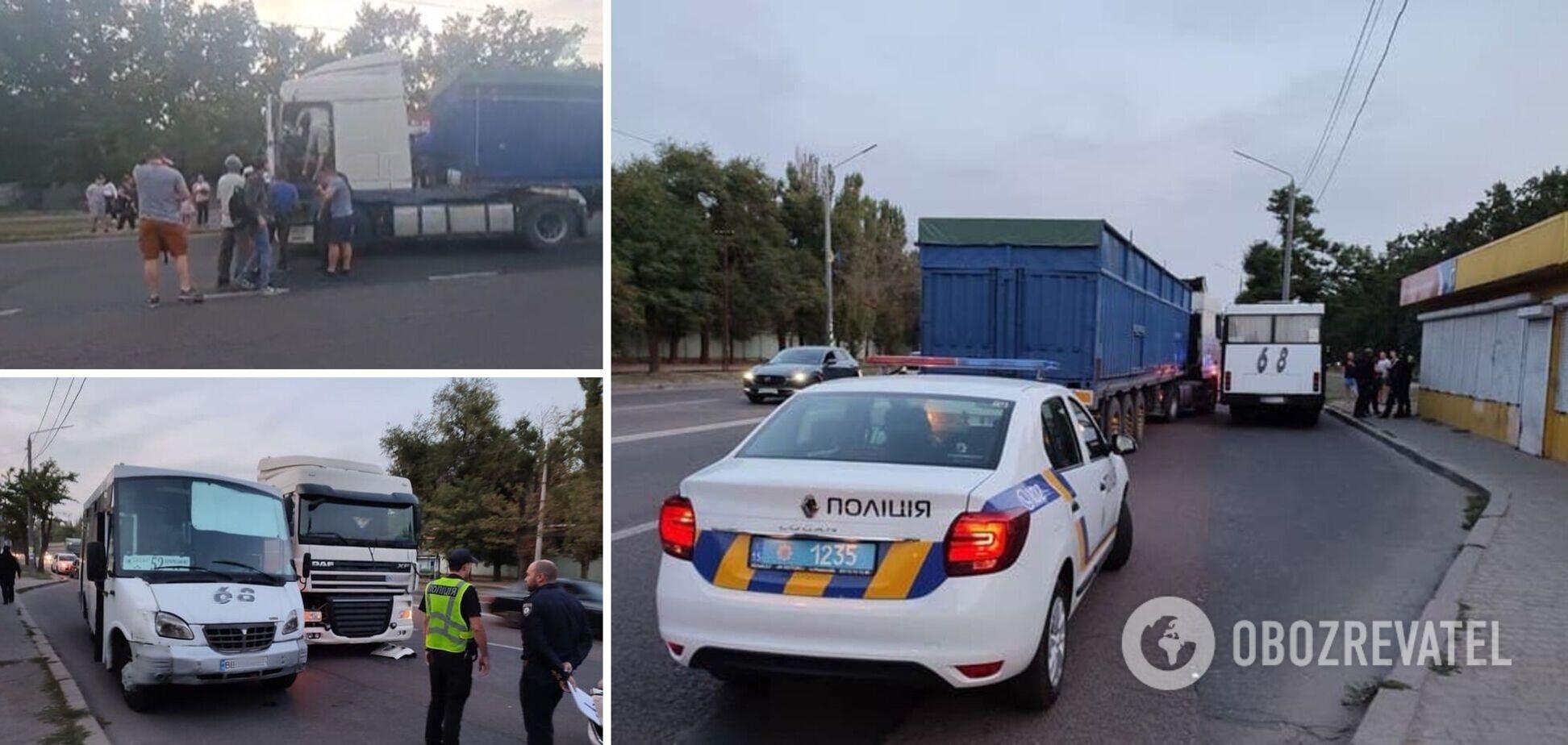В Николаеве пассажиры маршрутки избили водителя фуры: на место вызвали полицию и медиков. Видео