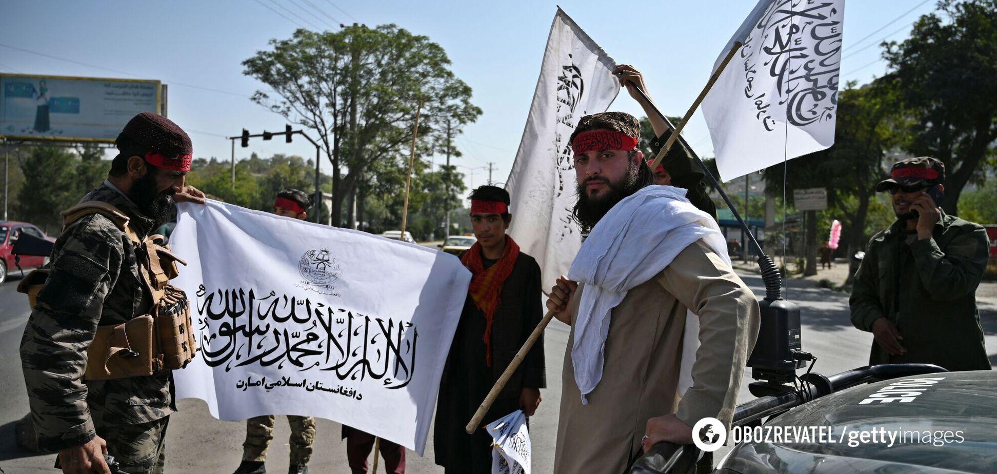 'Талибан' в годовщину теракта 9/11 поднял свой флаг над президентским дворцом в Афганистане