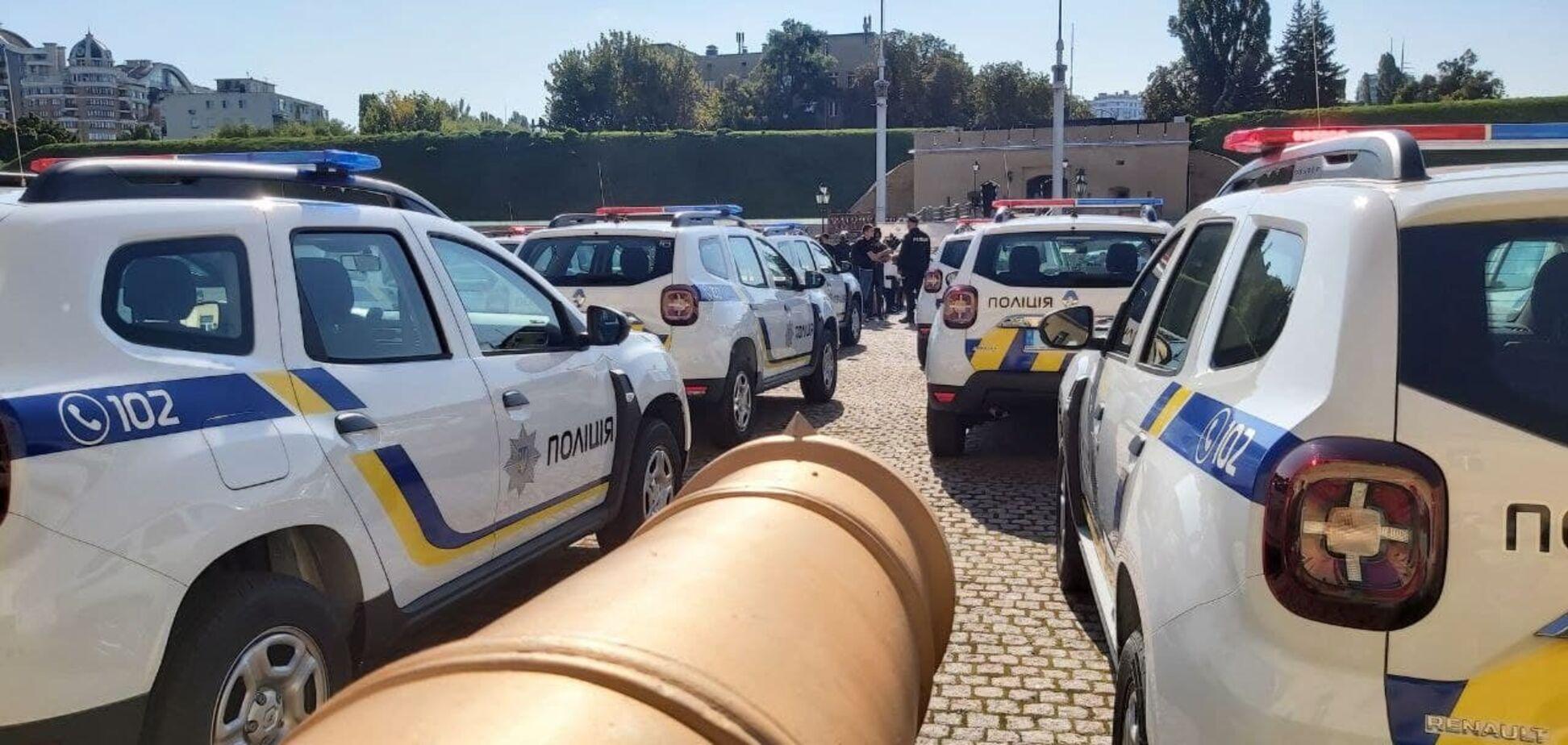 Сейф для рушниці та бензопила: як виглядає нове поліцейське авто