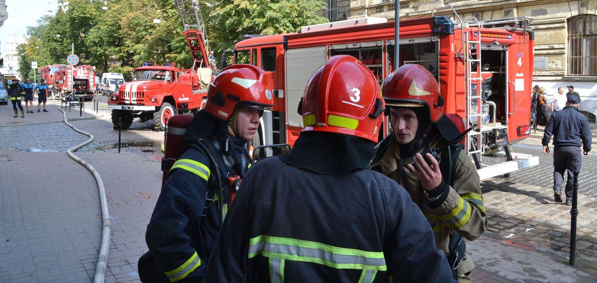 В центре Львова вспыхнул пожар в историческом здании
