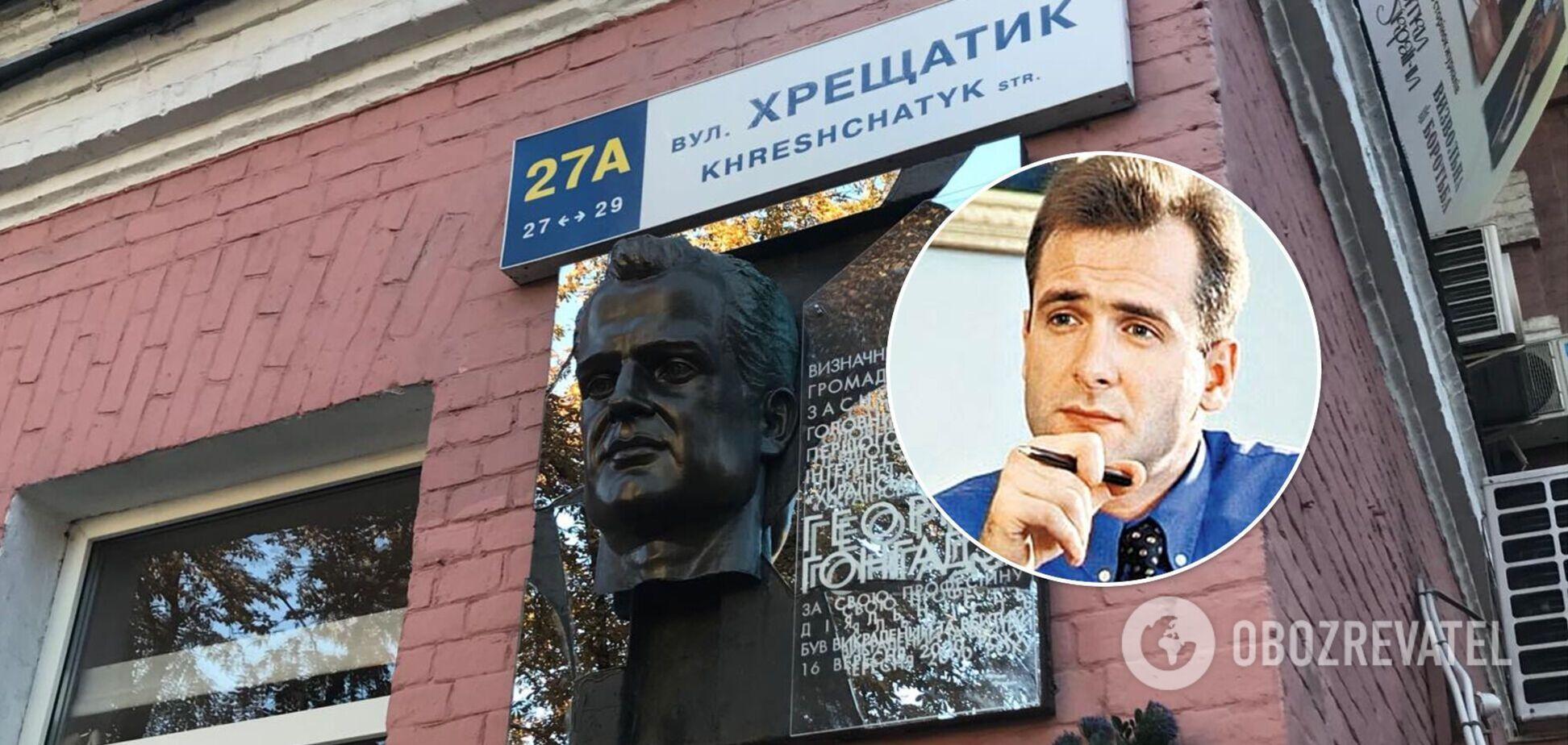 В Киеве вандалы повредили мемориальную доску Гонгадзе. Фото