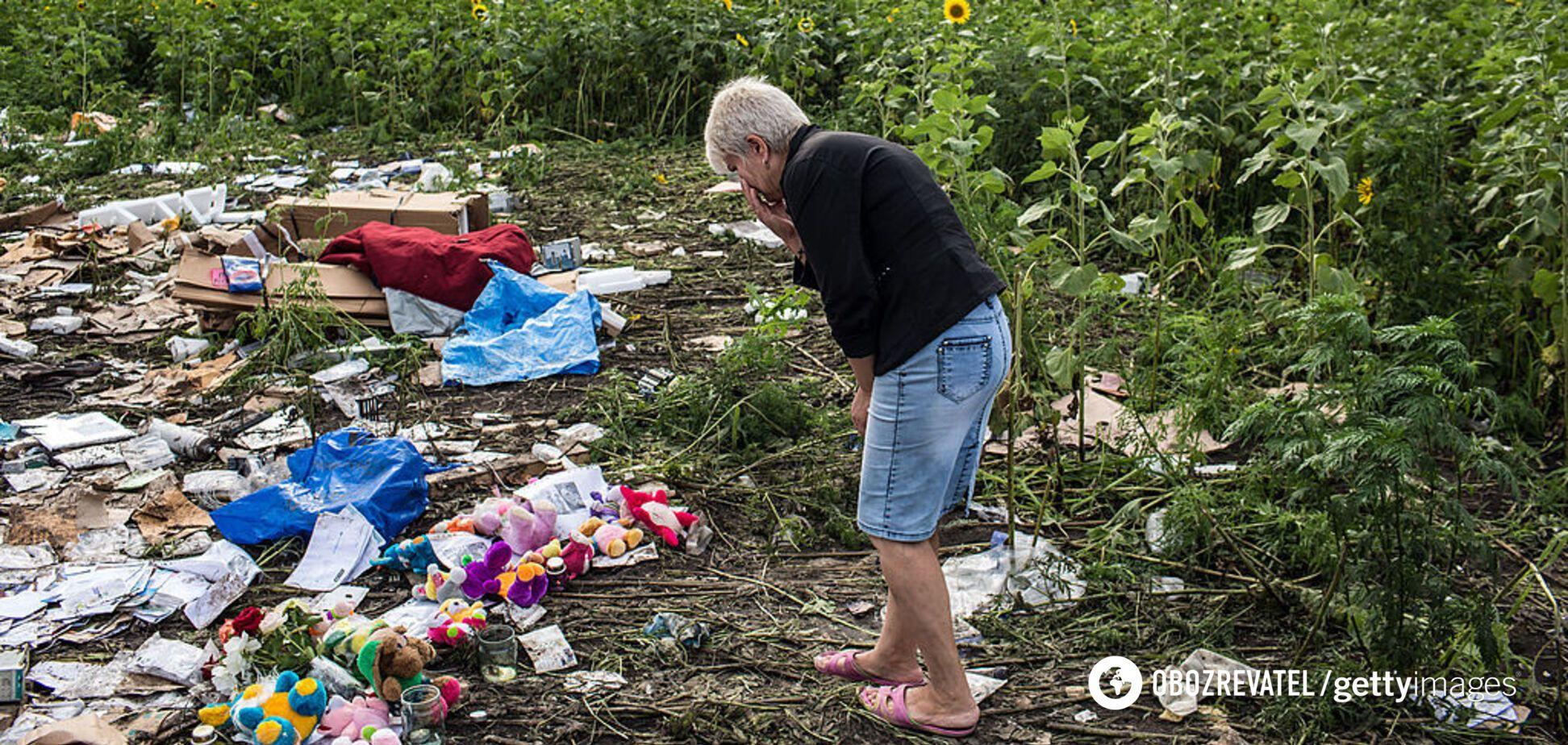 Одного из погибших в крушении МН17 нашли с книгой: родственник раскрыл подробности на суде в Гааге