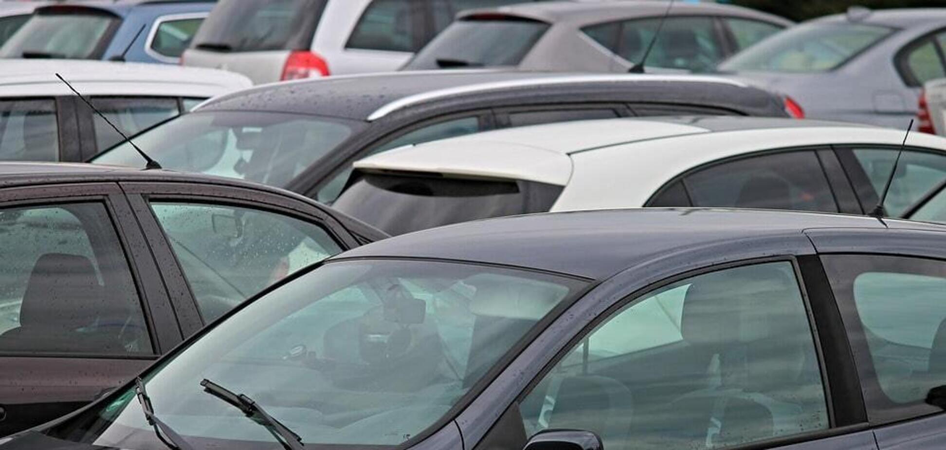 'Коли постукали з дна'. Киян обурили нові платні парковки