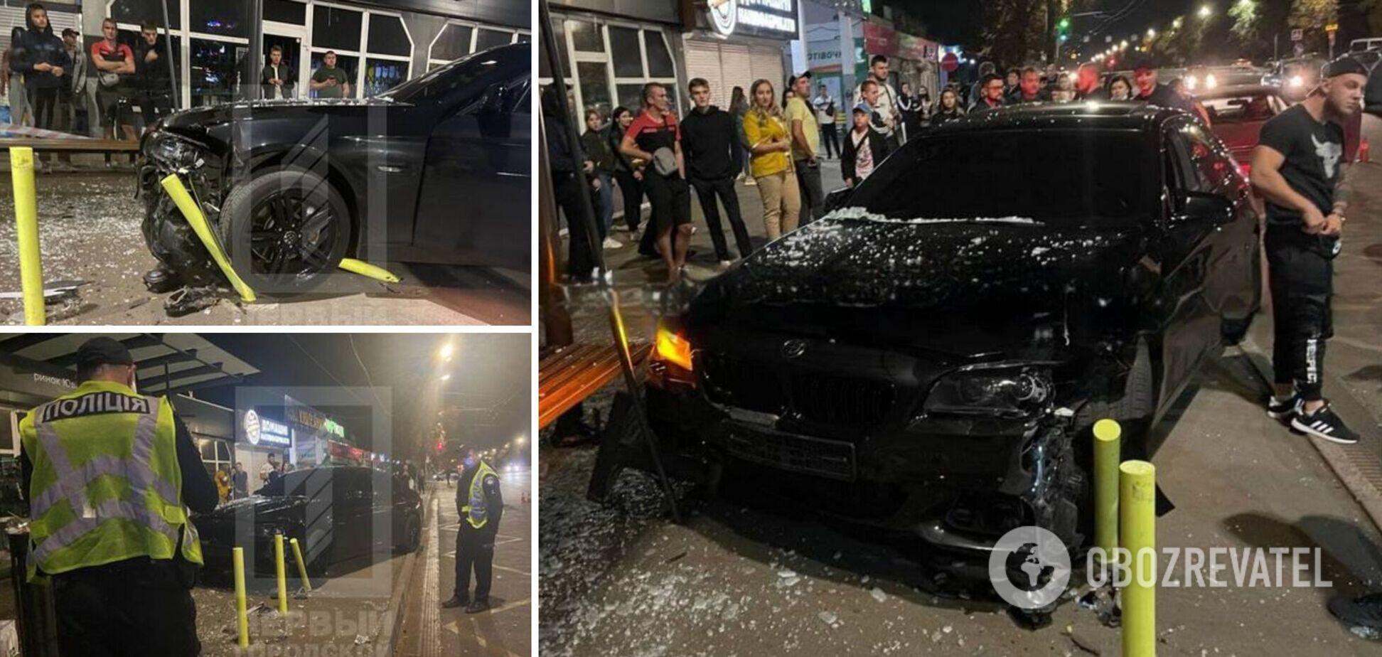 У Кривому Розі авто влетіло в зупинку: на свідків ДТП напали невідомі. Фото