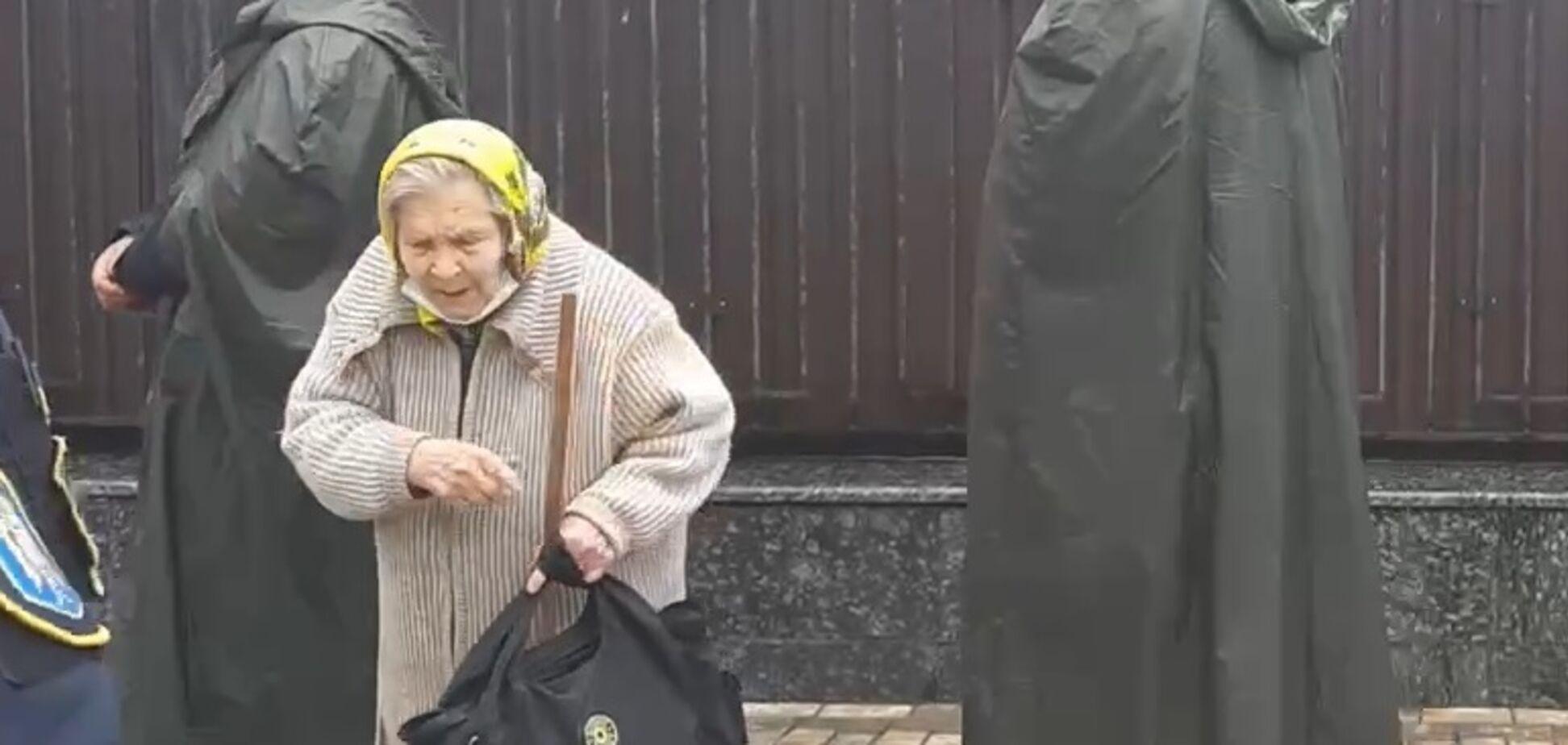 Перепалка під посольством РФ у Києві через вибори в Держдуму