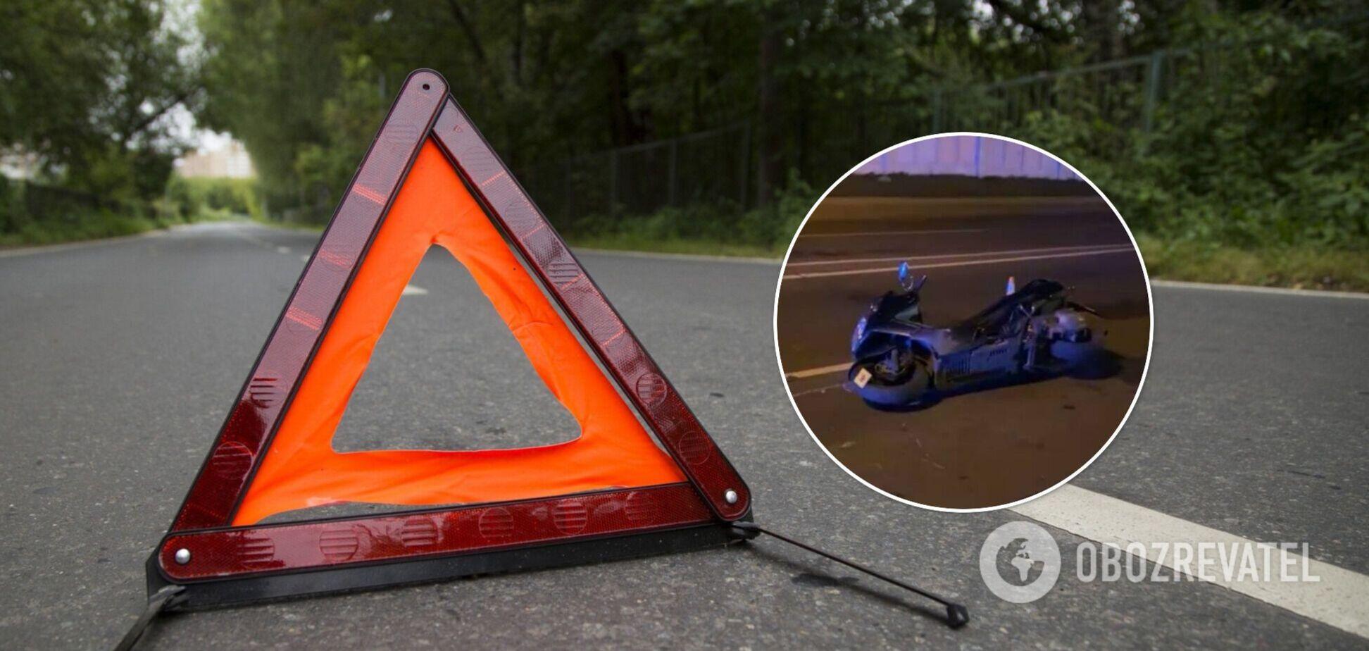 В Киеве скутер на скорости влетел в отбойник, водитель погиб на месте. Фото