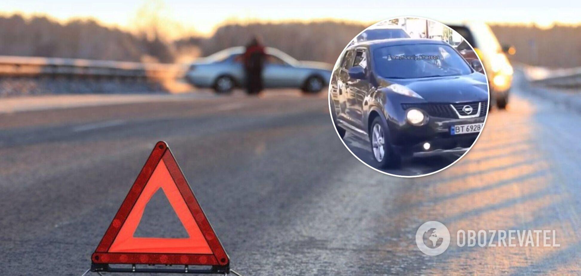 В Херсоне автомобиль сбил женщину с ребенком