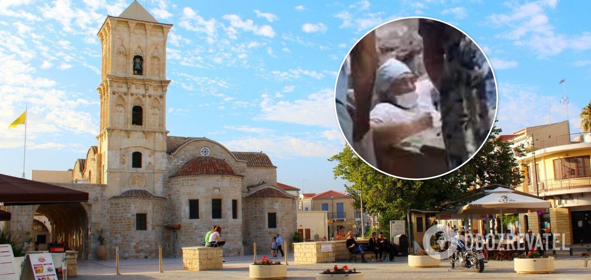 Едва не похоронила себя заживо: россиянка залезла в гробницу на Кипре и застряла