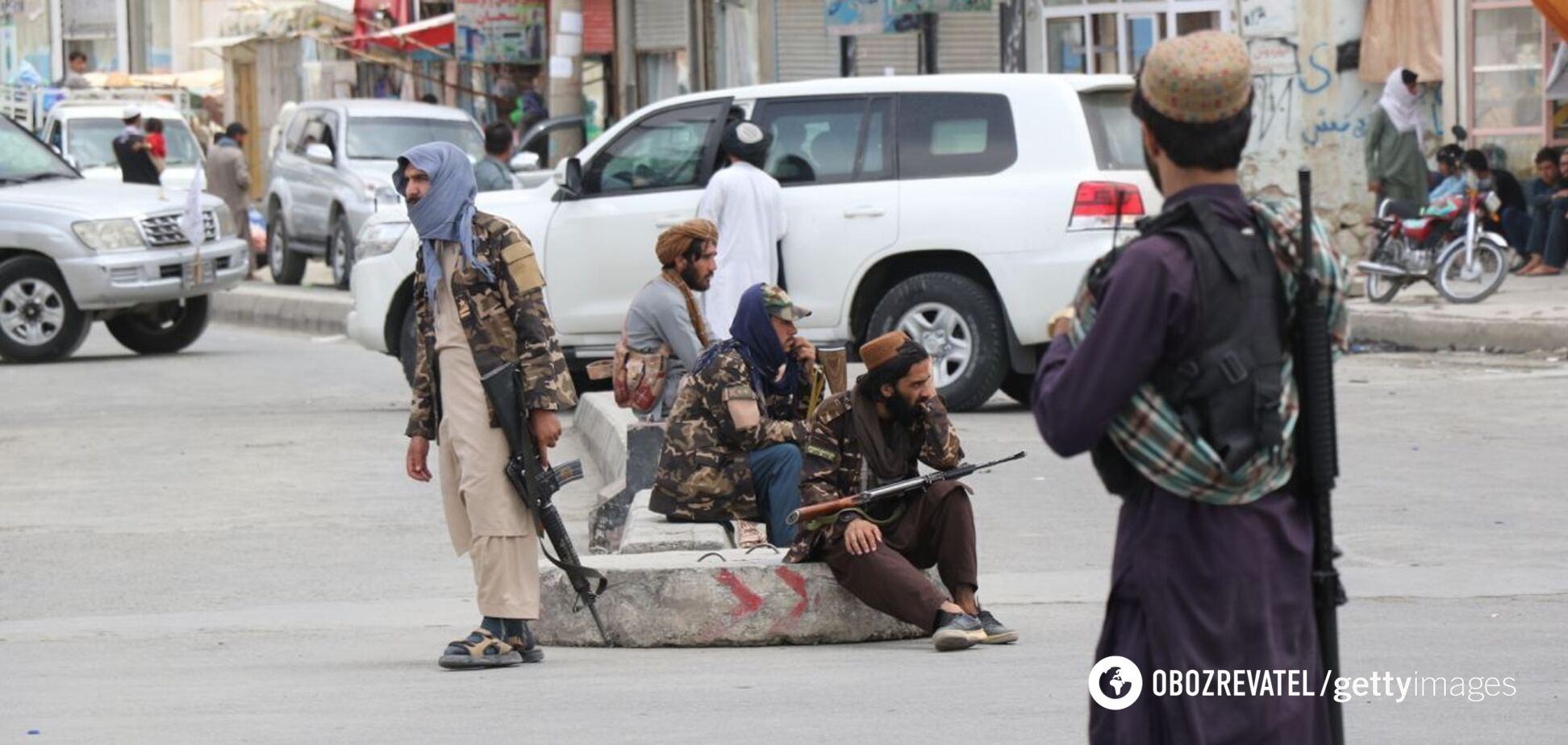 Цены растут, магазины закрываются: Афганистану грозит экономический коллапс, талибы ввели жесткие запреты