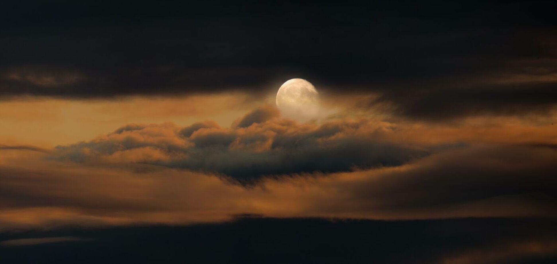 Полнолуние 21 сентября совпадает с оппозицией Венеры к Урану