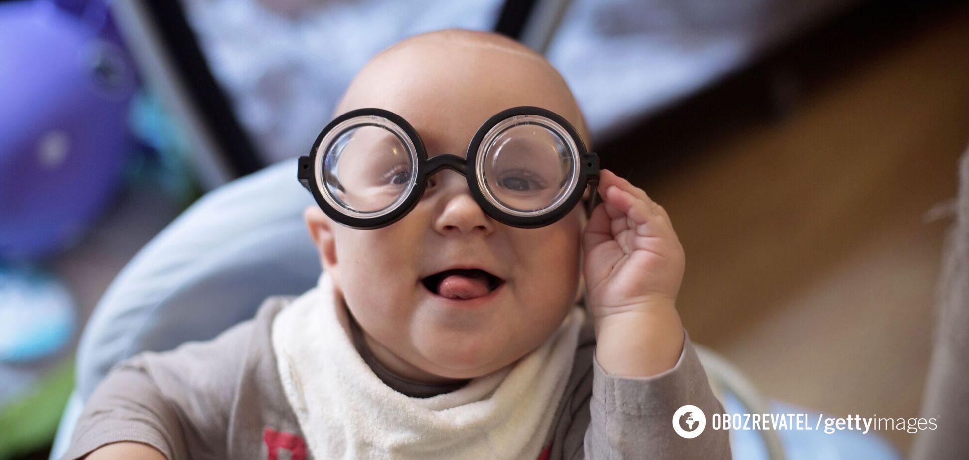 В Китае создали 'умные' очки, которые могут замедлить потерю зрения