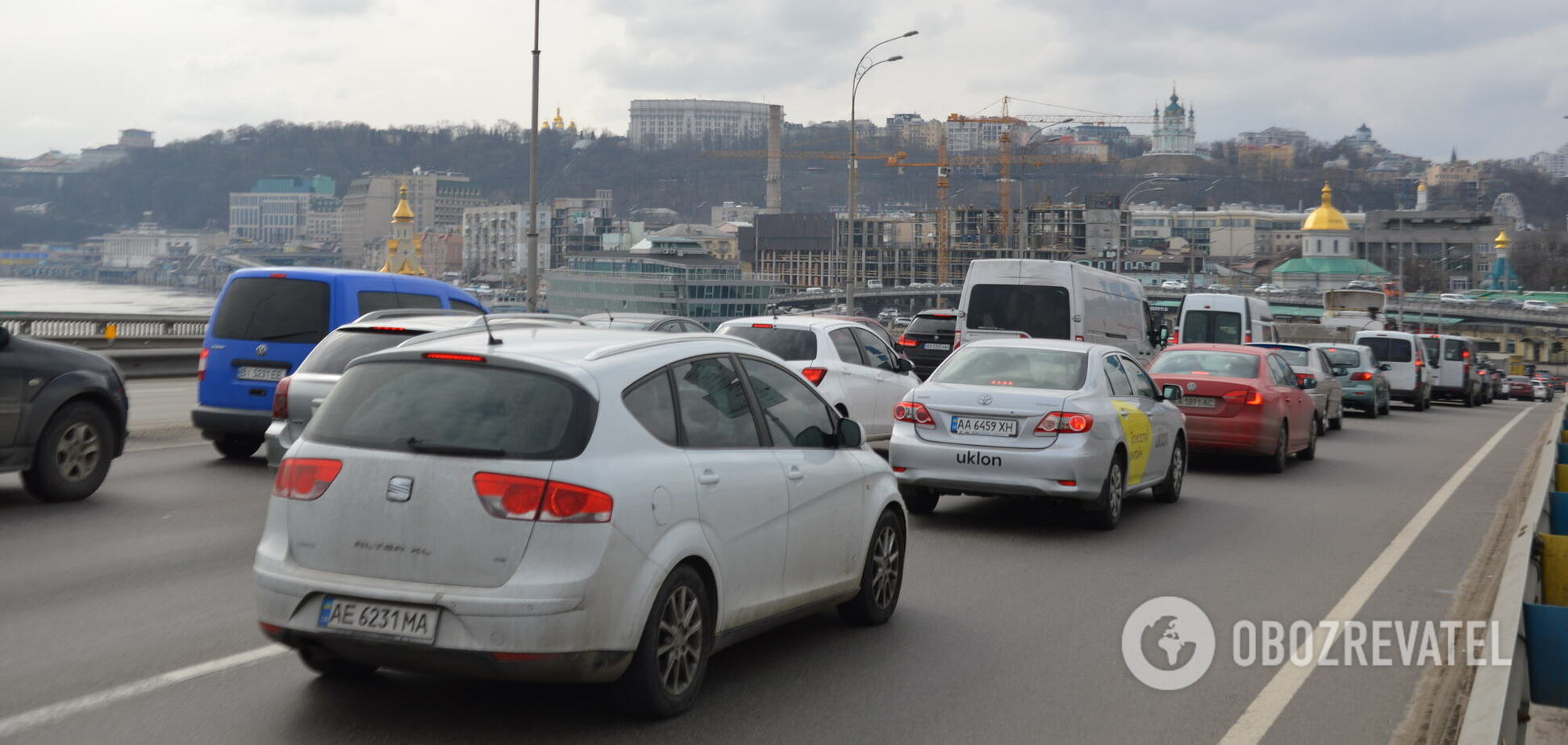 Проезд затруднен на правом и левом берегу столицы