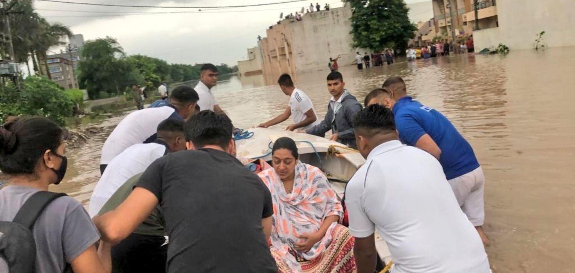 В Испании масштабное наводнение: вода размыла дороги и улицы