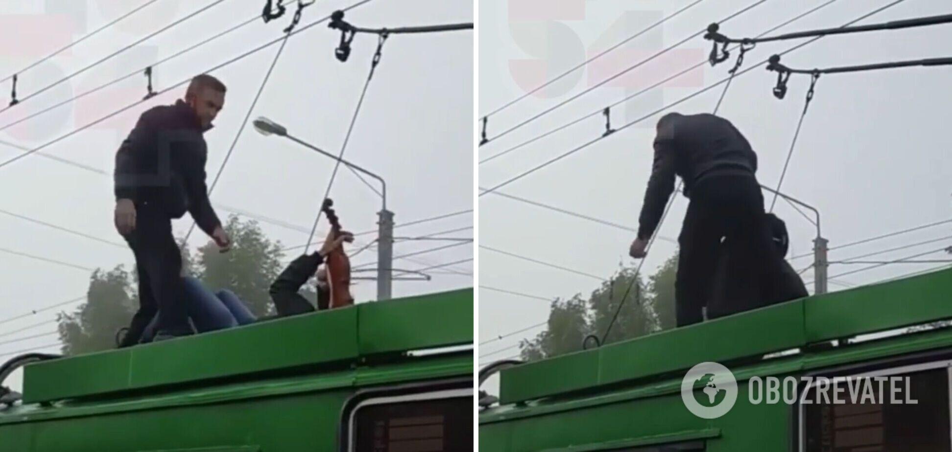 В Харькове мужчина играл на крыше тролейбуса