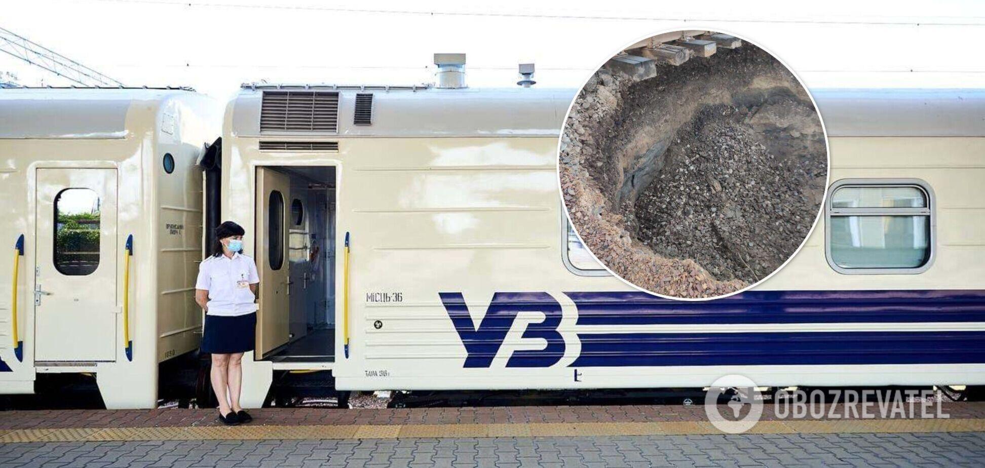 'Укрзалізниця' змінила рух поїздів через провал залізниці