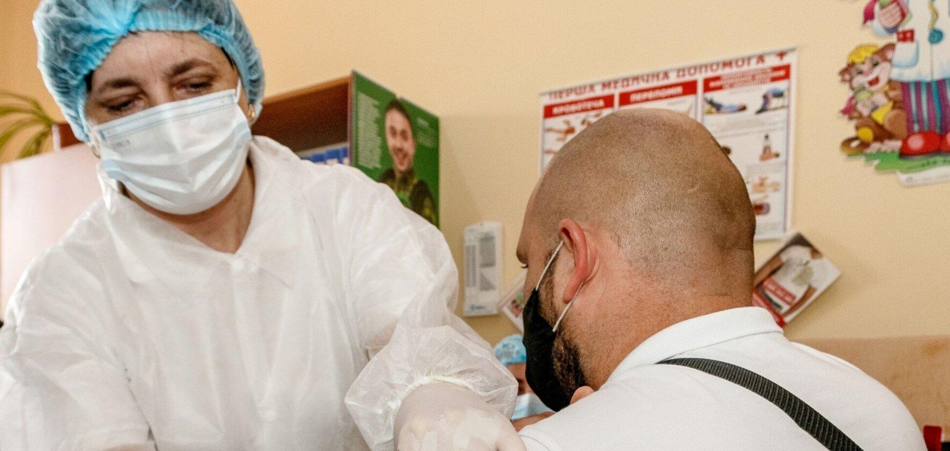 Наразі 68,5% співробітників шкіл зробили щеплення від коронавірусу