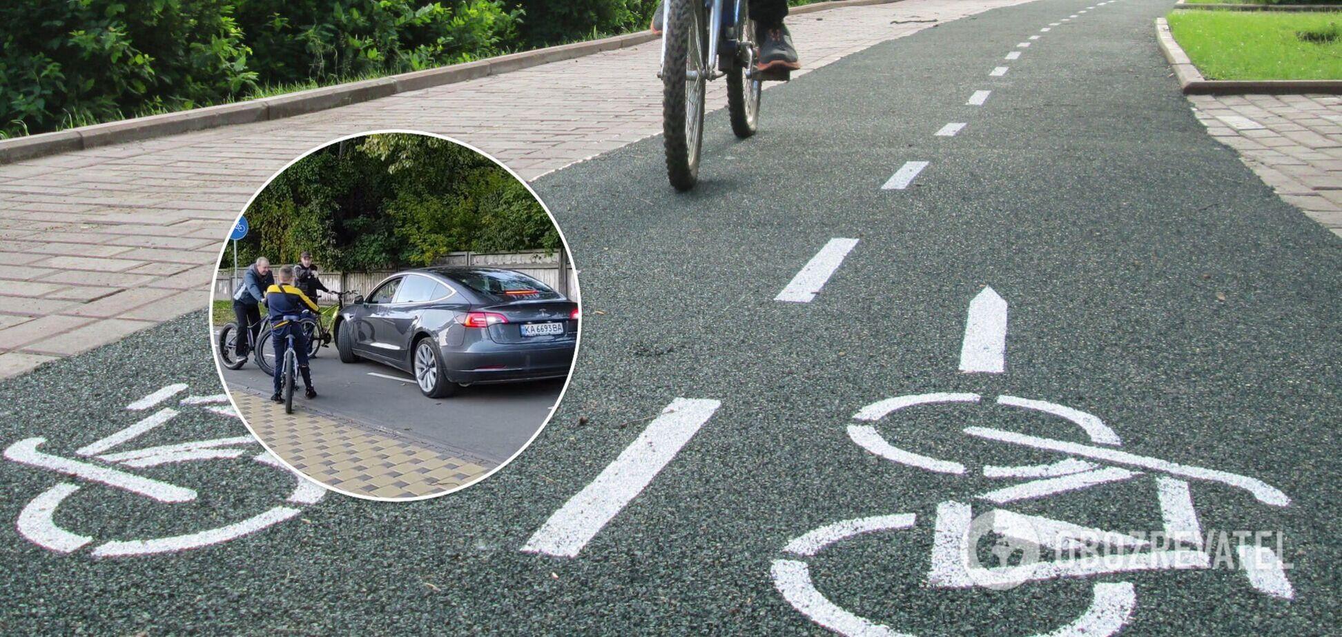 Велосипедисты заблокировали электрокар
