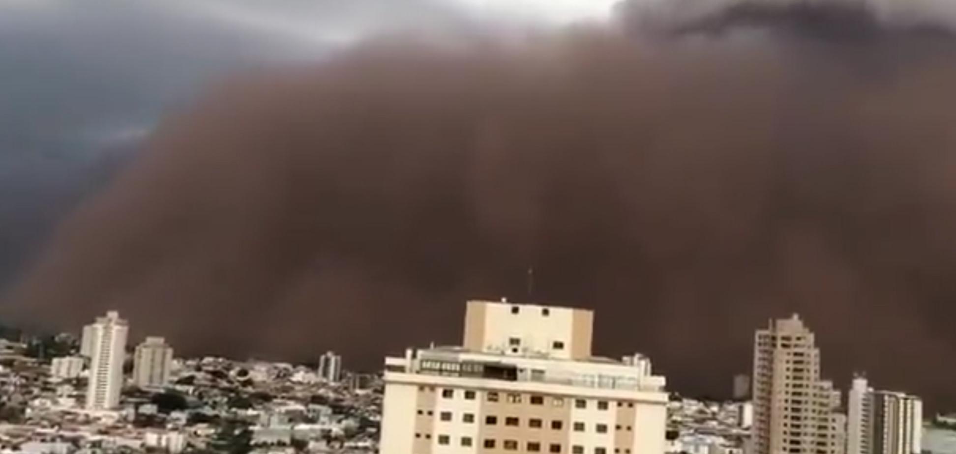 Бразильский город накрыла мощная песчаная буря