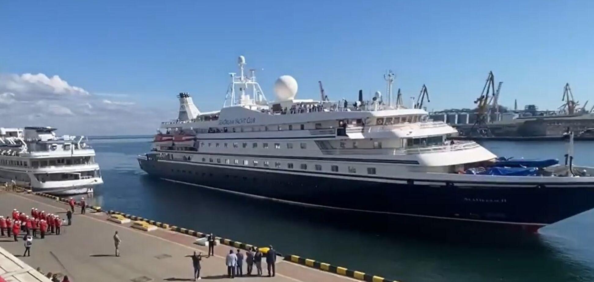 В одесский порт прибыл круизный лайнер SeaDream II