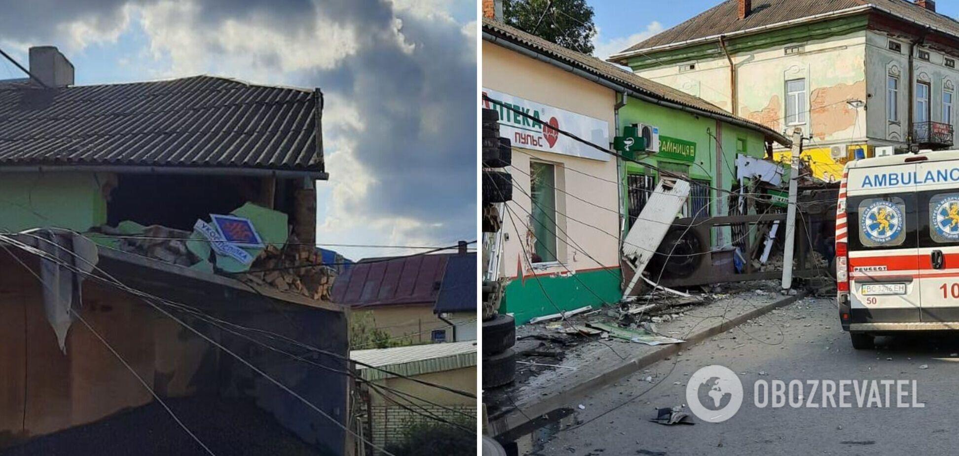 На Львовщине фура влетела в магазин: три человека погибли и двое пострадали. Фото и видео