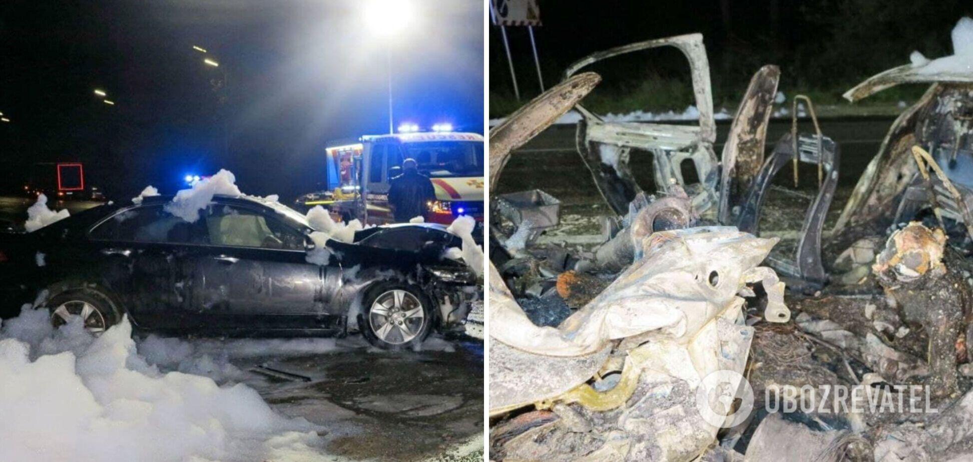 У Києві згорів автомобіль із водієм усередині. Фото та відео з місця ДТП