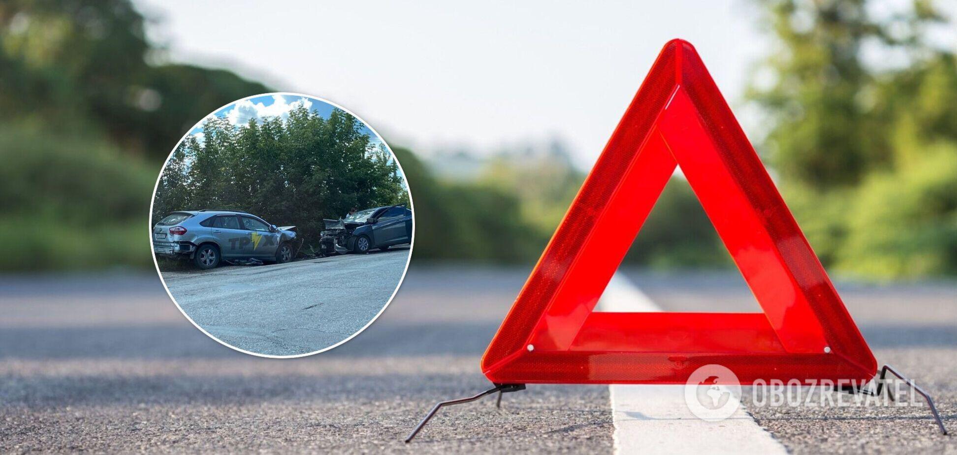 Под Харьковом авто вылетело на встречку и попало в ДТП, погибла женщина. Фото и видео