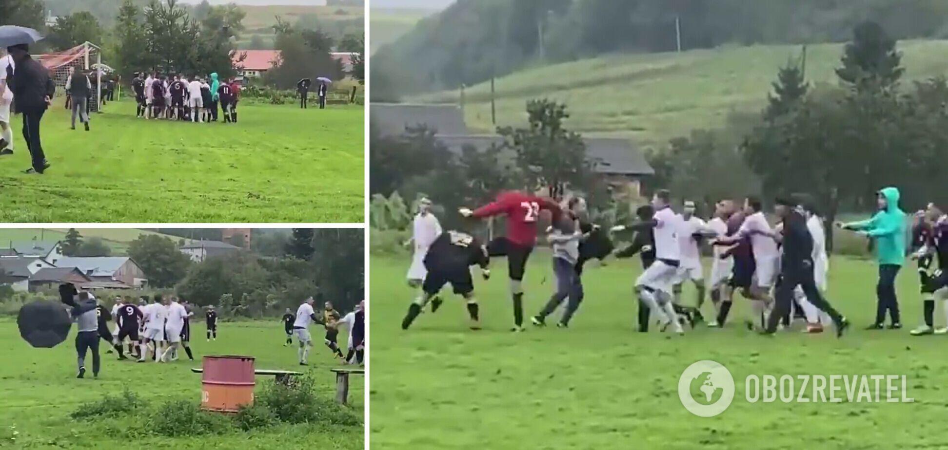 На Львівщині футболісти влаштували масову бійку, в якій брали участь суддя і глядачі. Відео