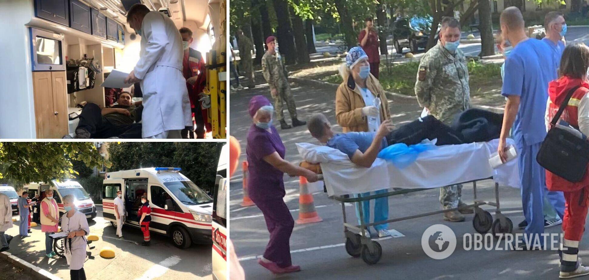 Ампутации и тяжелые травмы: в Киев прилетел борт с ранеными на Донбассе бойцами. Видео