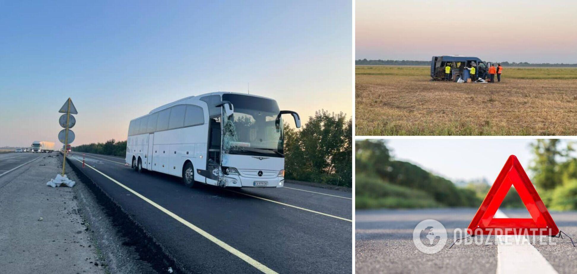 На Київщині автобус із паломниками-хасидами потрапив у ДТП, є загиблий. Фото