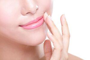 Трещины в уголка рта